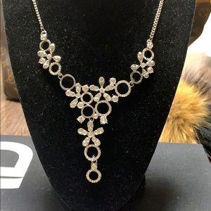 Jewelry - Elegant necklace